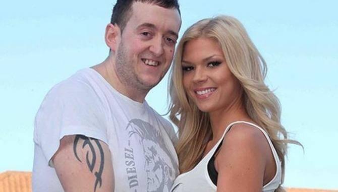 fotografía de hombre feo con mujer muy bella