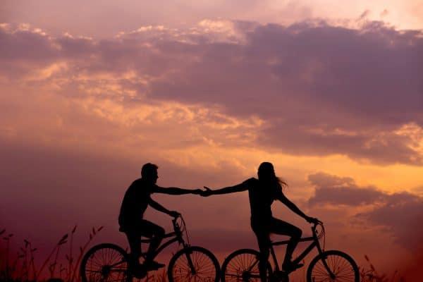 pareja-distante-raro